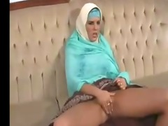 ichkerian sister-in-faith fondles pussy
